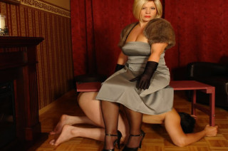 Mein Sklave war sehr böse und braucht eine Bestrafung